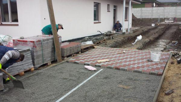 kladenie zámkovej dlažby