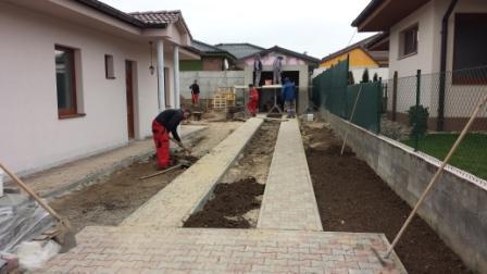 postup stavby chodníka